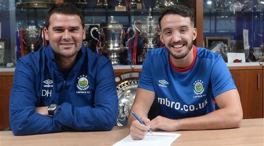 В Северной Ирландии два клуба объявили о переходе одного и того же игрока