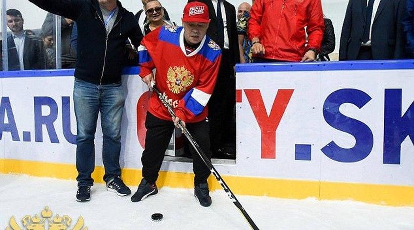 Диего Марадона сыграл в хоккей (Фото)