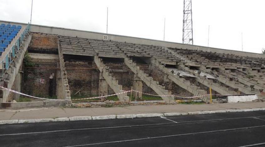 """Джерело: Реконструкція стадіону """"Авангард"""" в місті Рівне розпочнеться не скоро"""