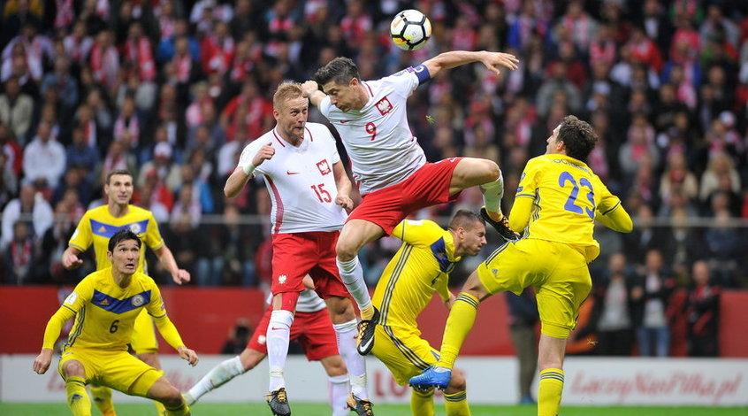 Польша - Казахстан: судьи не засчитали чистый гол Роберта Левандовски (Фото)