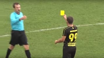 """Півзахисник """"Руху"""" Назар Вербний показав жовту картку арбітру (Відео)"""