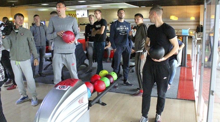 «Черноморец» кматчу с«Динамо» готовился вбоулинге