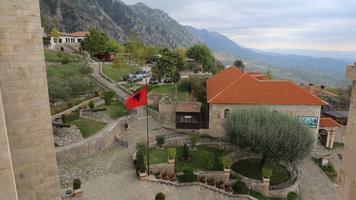 Приключения украинцев в Албании: популярность Шевы и потеря Марлоса в самолете