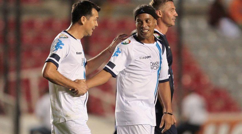 Роналдиньо отличился эффектным голом в товарищеском матче (Видео)