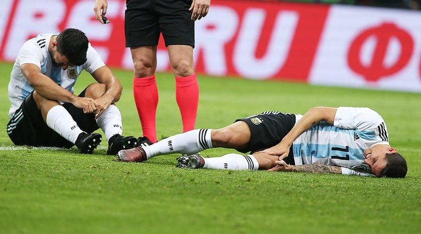 Серхио Агуэро упал в обморок в перерыве матча Аргентина — Нигерия