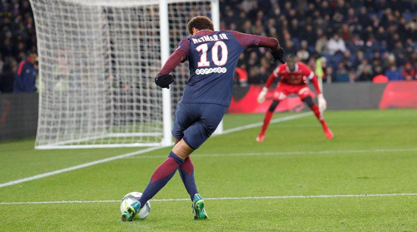 Судья ударил футболиста «Нанта» иудалил его начемпионате Франции