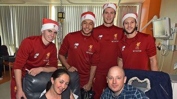 """Игроки """"Ливерпуля"""" посетили больницу (Фото)"""