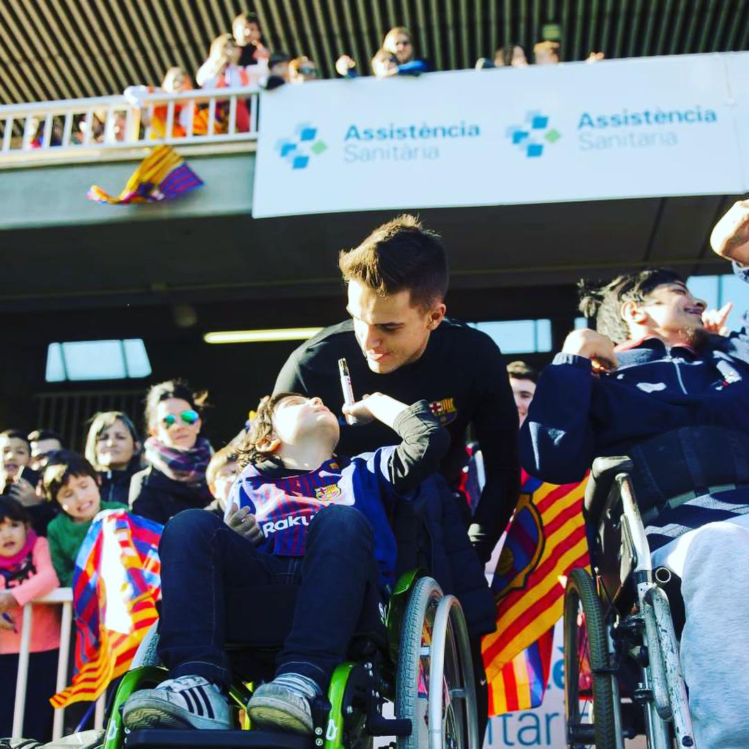 """Игроки """"Барселоны"""" посетили детские больницы (Фото, Видео) - изображение 1"""