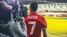 """Алексис Санчес приехал на базу """"Манчестер Юнайтед"""" под песню """"Теперь мы свободны"""" (Видео)"""