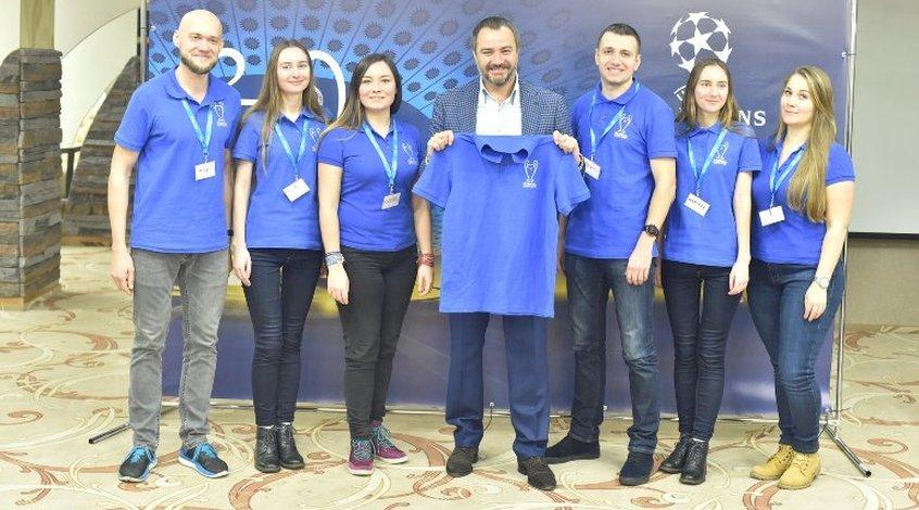 Андрій Павелко зустрівся з волонтерами фінальних матчів Ліги чемпіонів УЄФА