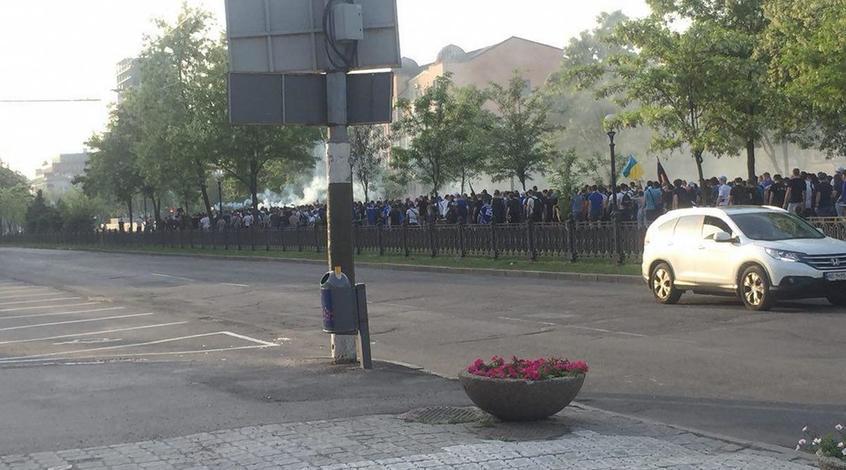 Фанаты «Динамо» и«Шахтера» подрались сполицией