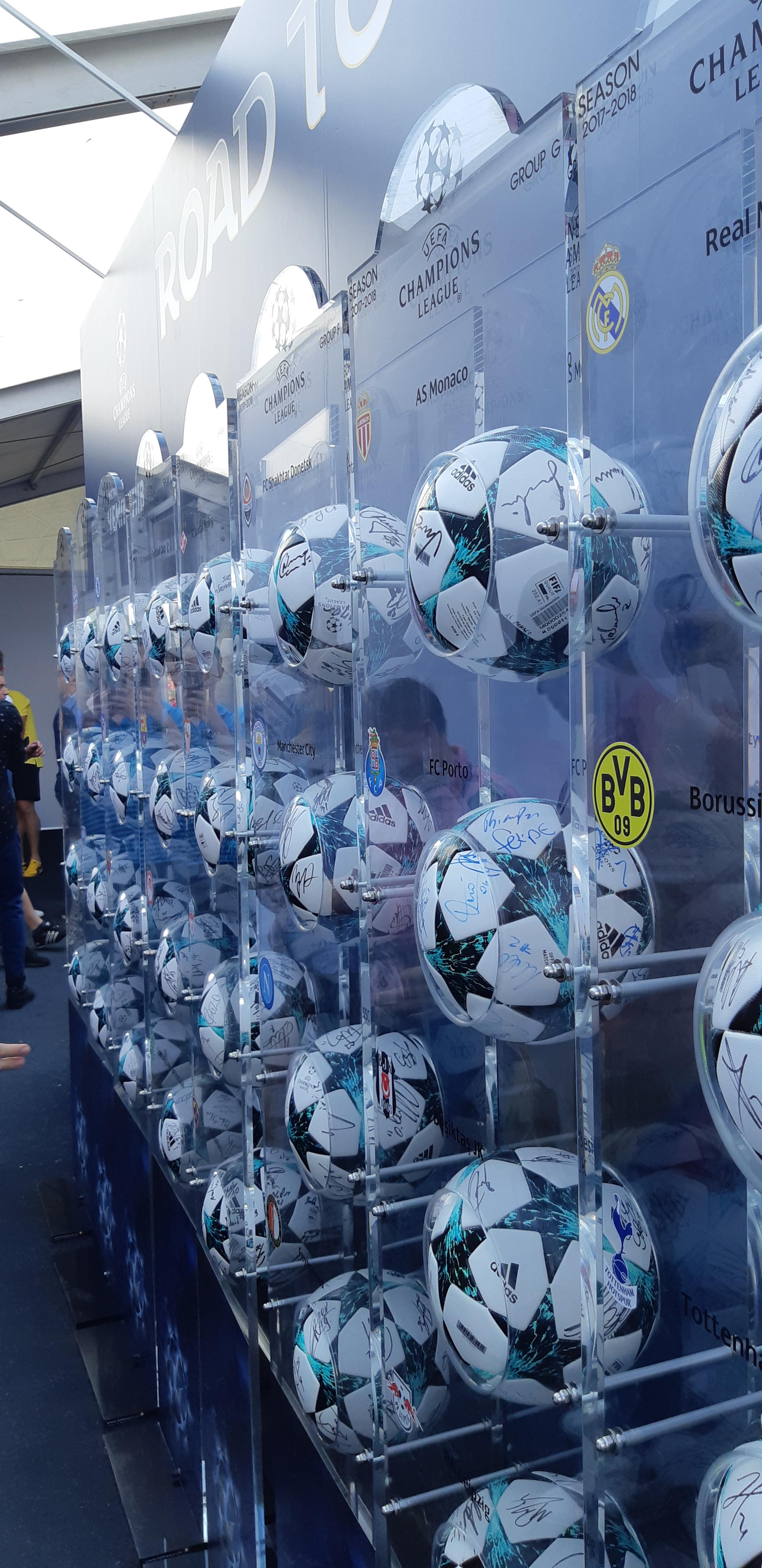 Лига чемпионов в Киеве, второй день: матч легенд, извинения Роналду и шутка от Клоппа (+Фото, Видео) - изображение 7