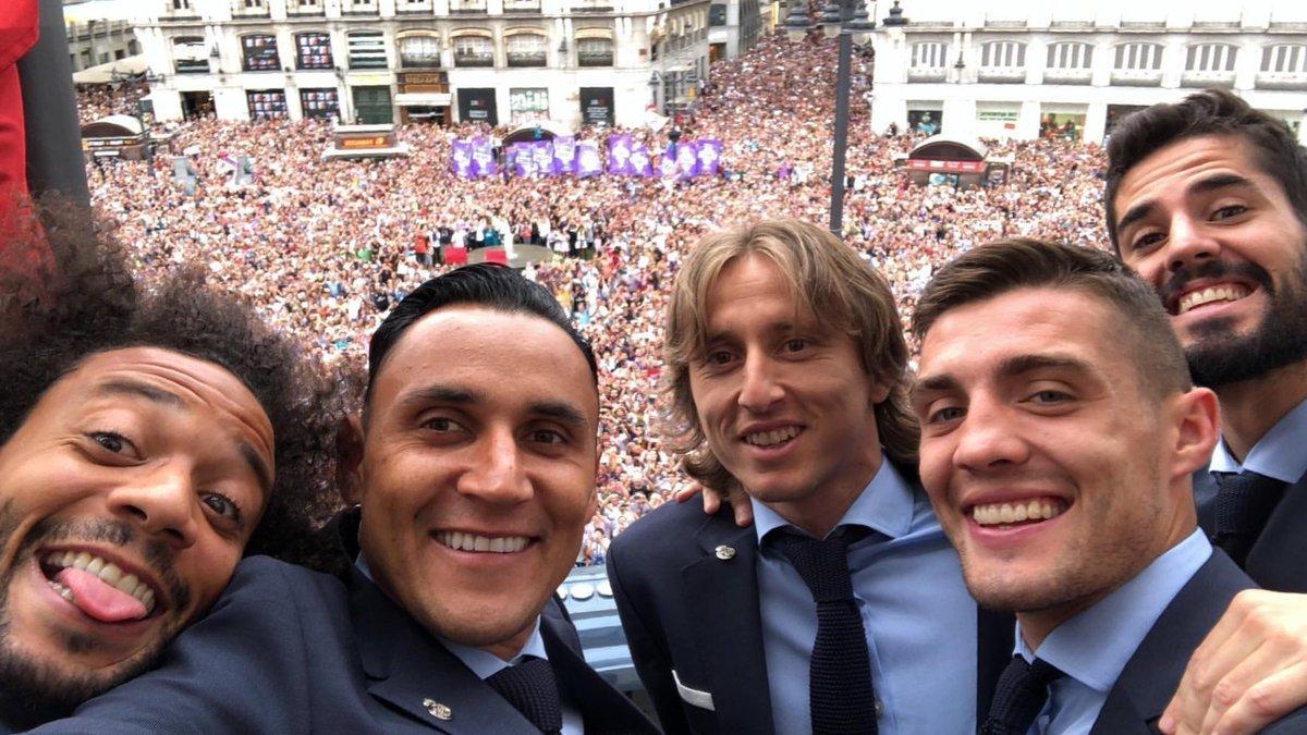 """Мгновения чемпионского парада """"Реала"""" в Мадриде (Фото, Видео) - изображение 3"""