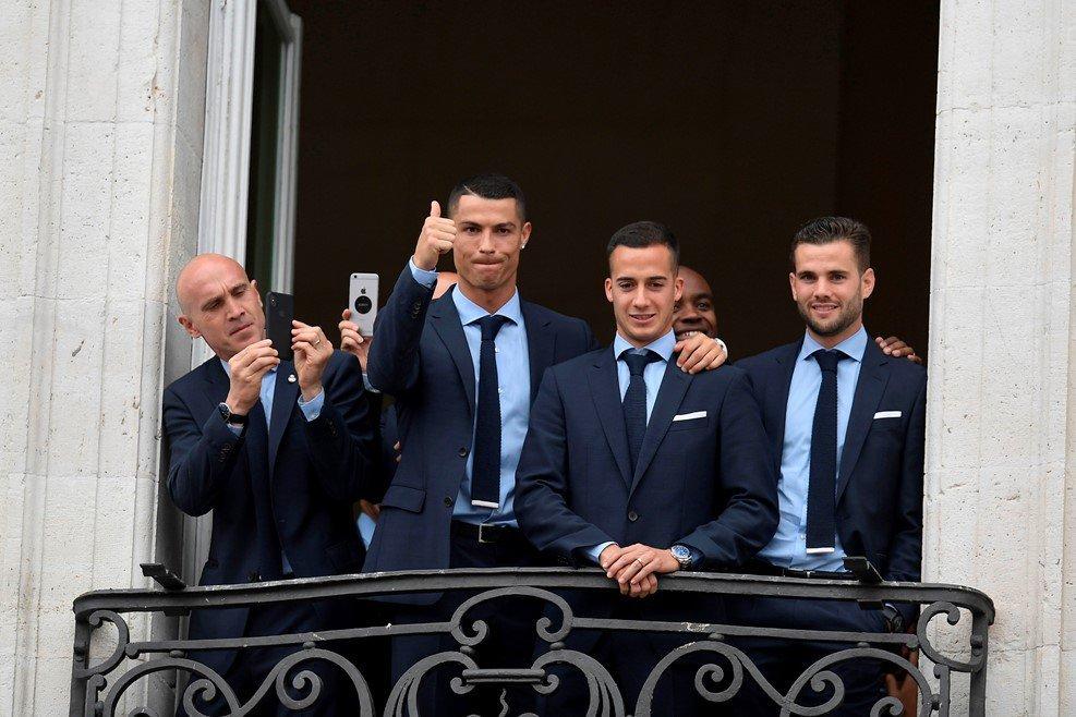 """Мгновения чемпионского парада """"Реала"""" в Мадриде (Фото, Видео) - изображение 4"""