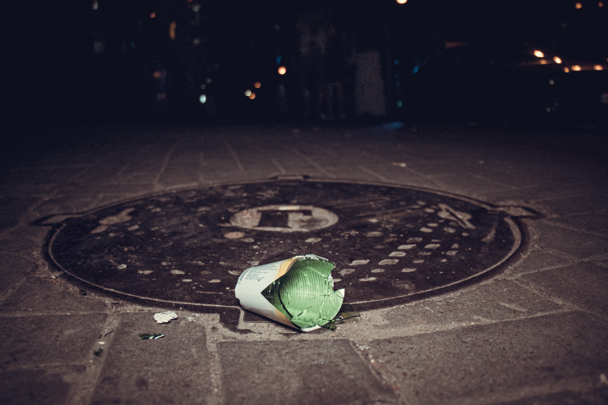 "Драка с фанатами ""Ливерпуля"": бросались камнями и бокалами (Фото, Видео) - изображение 3"