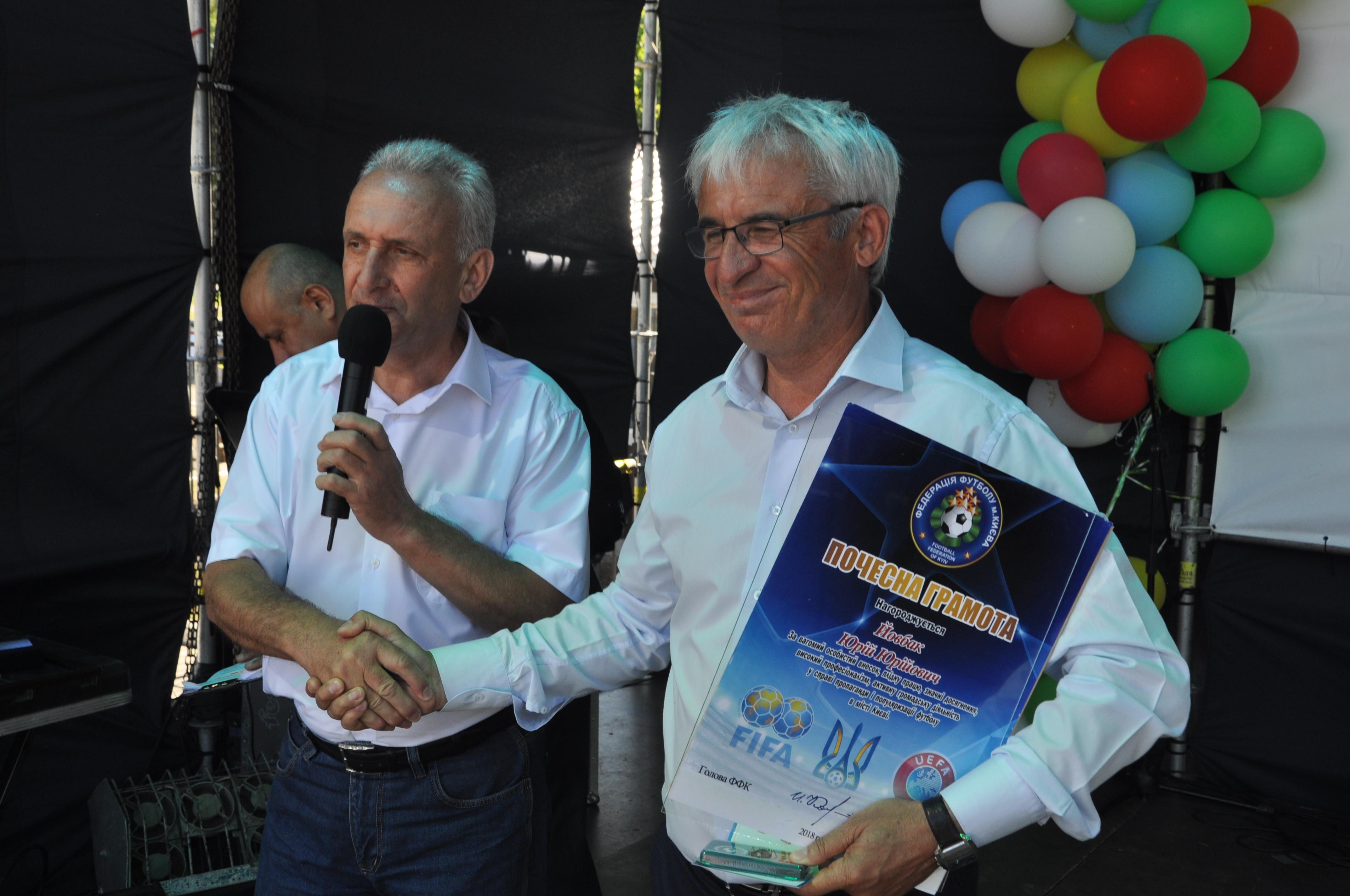 В Счастливом на День села награждали за развитие футбола  - изображение 1