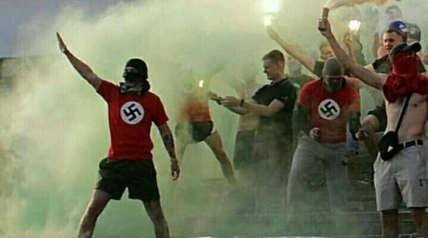 """Винницкая полиция открыла дело на фанатов местной """"Нивы"""" за демонстрацию свастики"""