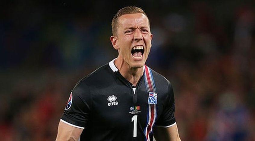 """Голкипер сборной Исландии Ханнес Халлдорсон: """"Пытался представить, что будет думать Месси, исполняя пенальти"""""""