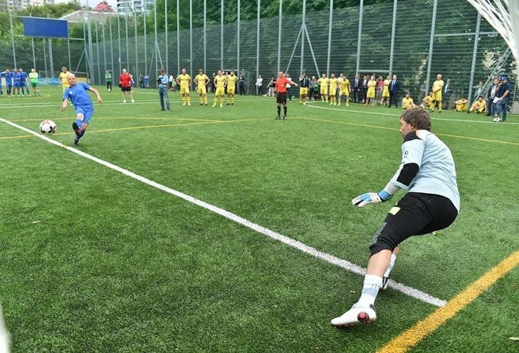 Збірна ФФУ в серії пенальті перемогла збірну спортивних журналістів: представник FootBoom не схибив - изображение 3
