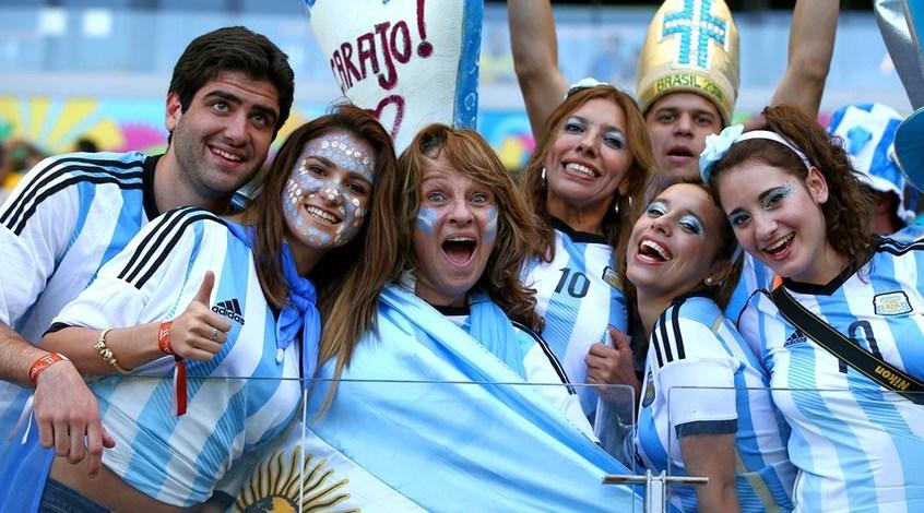 Болельщики сборной Аргентины порадовались вылету Бразилии (Видео)