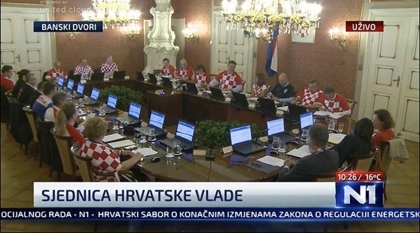 Правительство Хорватии облачилось в футболки сборной (Фото)