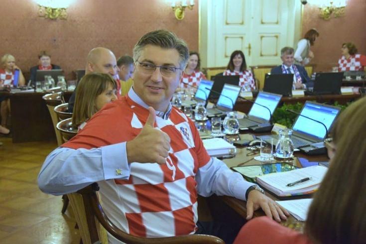 Правительство Хорватии облачилось в футболки сборной (Фото) - изображение 1
