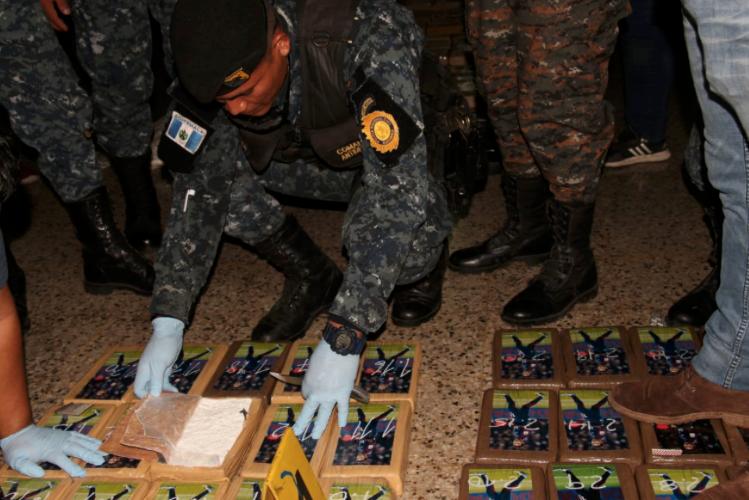 В Гватемале кокаин перевозили в упаковках с фотографиями Неймара (Фото) - изображение 3