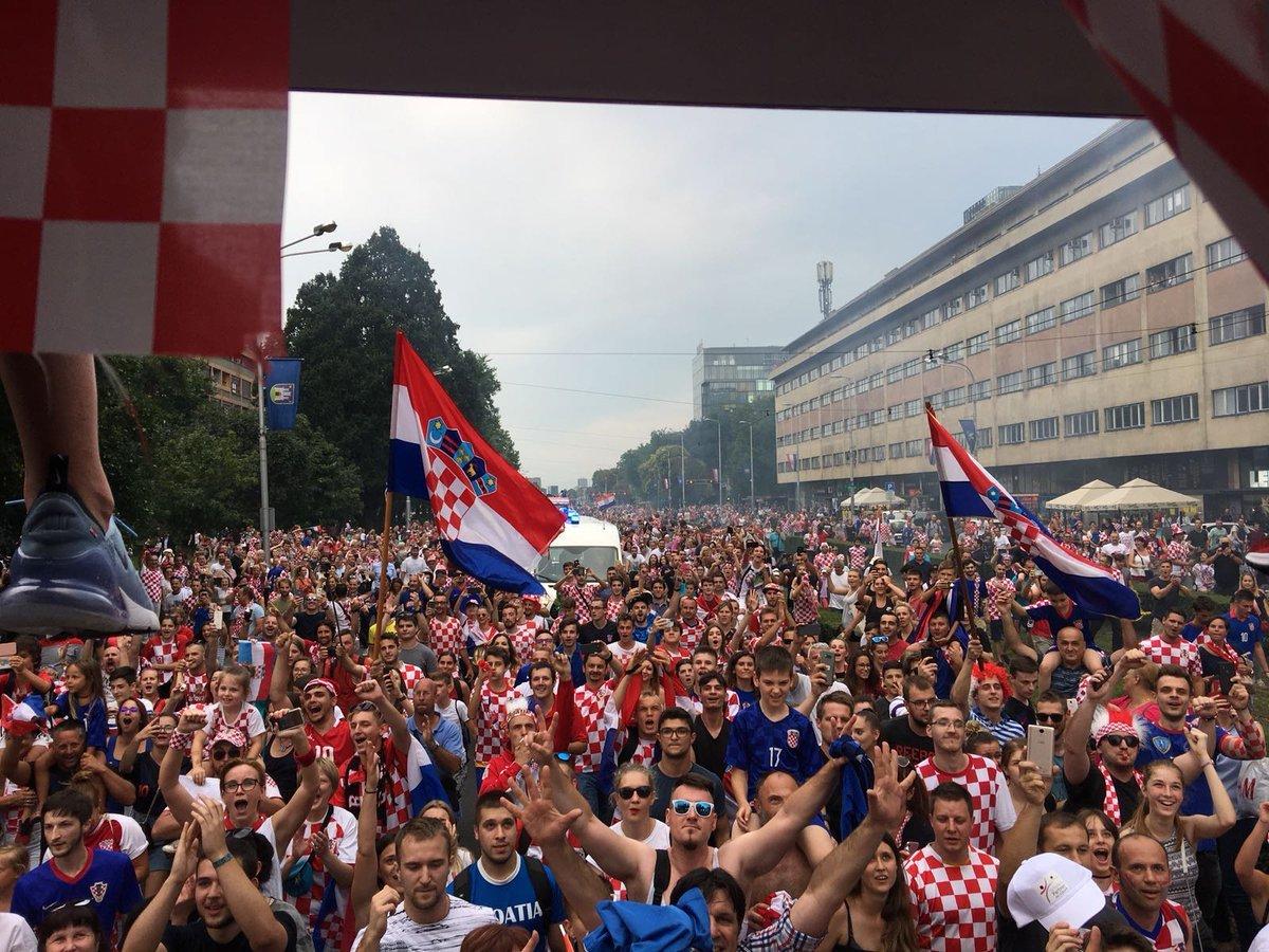 Сборной Хорватии устроили фееричную встречу в Загребе - изображение 1