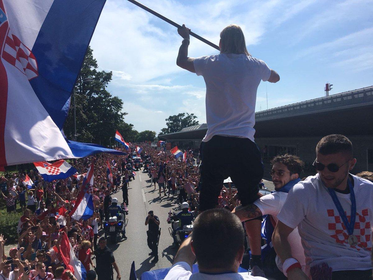 Сборной Хорватии устроили фееричную встречу в Загребе - изображение 3
