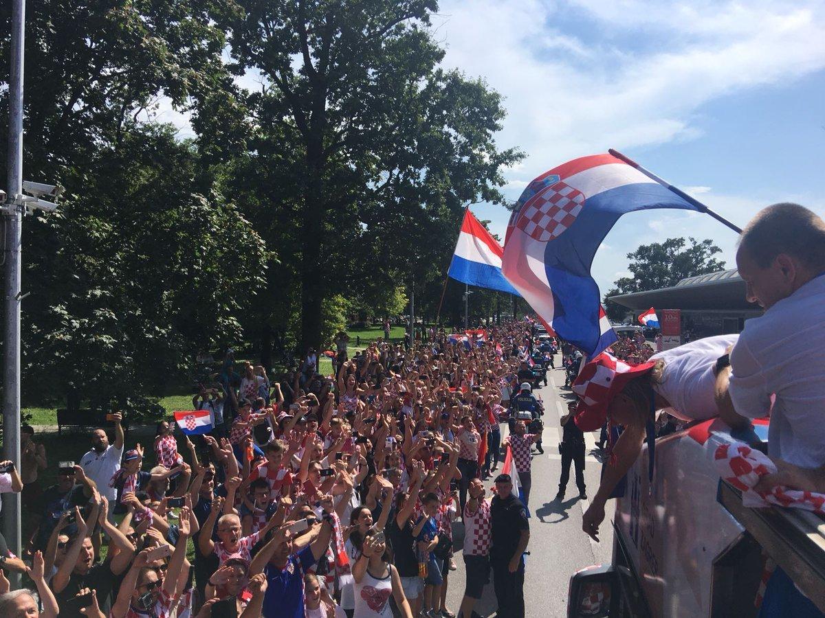 Сборной Хорватии устроили фееричную встречу в Загребе - изображение 5