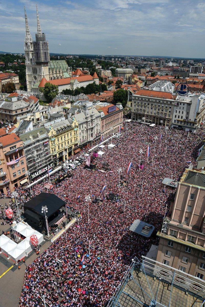 Сборной Хорватии устроили фееричную встречу в Загребе - изображение 6