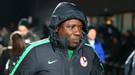 Журналисты поймали тренера сборной Нигерии на получении взятки (Видео)