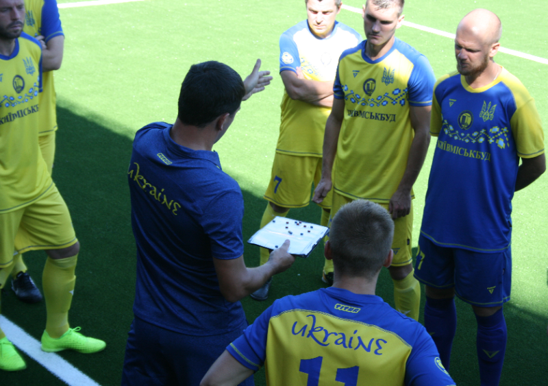 Лабутены, мячи, улыбки: перед мини-футбольным Евро-2018 в Киеве открыли тренировочное поле (Фото) - изображение 2