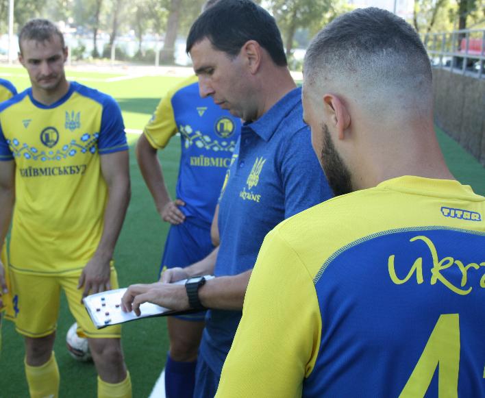 Лабутены, мячи, улыбки: перед мини-футбольным Евро-2018 в Киеве открыли тренировочное поле (Фото) - изображение 3