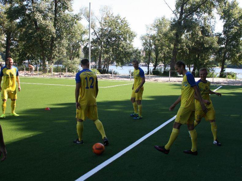 Лабутены, мячи, улыбки: перед мини-футбольным Евро-2018 в Киеве открыли тренировочное поле (Фото) - изображение 4