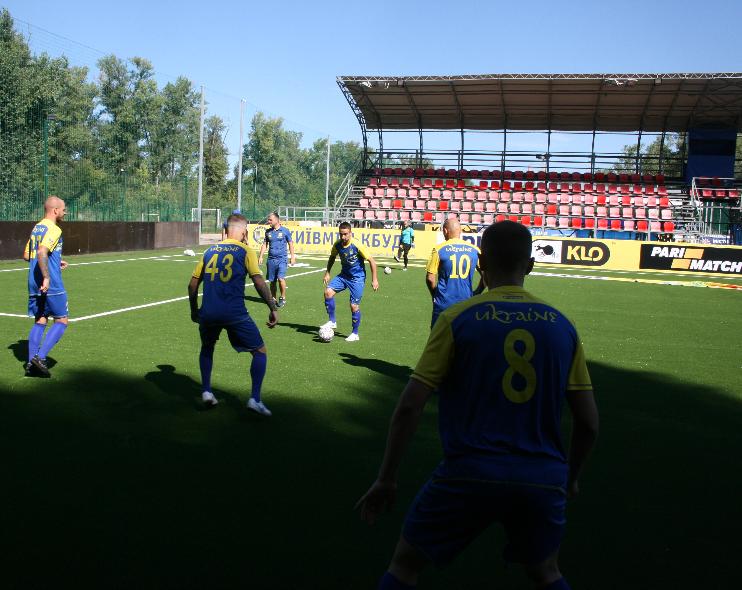 Лабутены, мячи, улыбки: перед мини-футбольным Евро-2018 в Киеве открыли тренировочное поле (Фото) - изображение 5