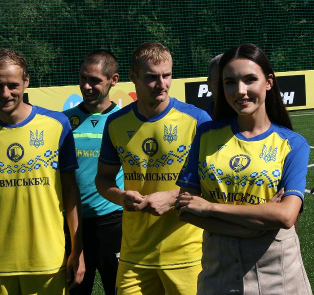 Лабутены, мячи, улыбки: перед мини-футбольным Евро-2018 в Киеве открыли тренировочное поле (Фото) - изображение 12