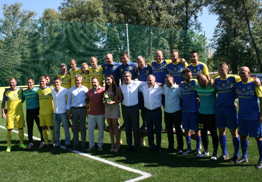 Лабутены, мячи, улыбки: перед мини-футбольным Евро-2018 в Киеве открыли тренировочное поле (Фото) - изображение 15