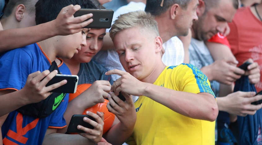 "Sky Sports: ""Вулверхэмптон"" согласовал с ""Манчестер Сити"" трансфер Александра Зинченко"