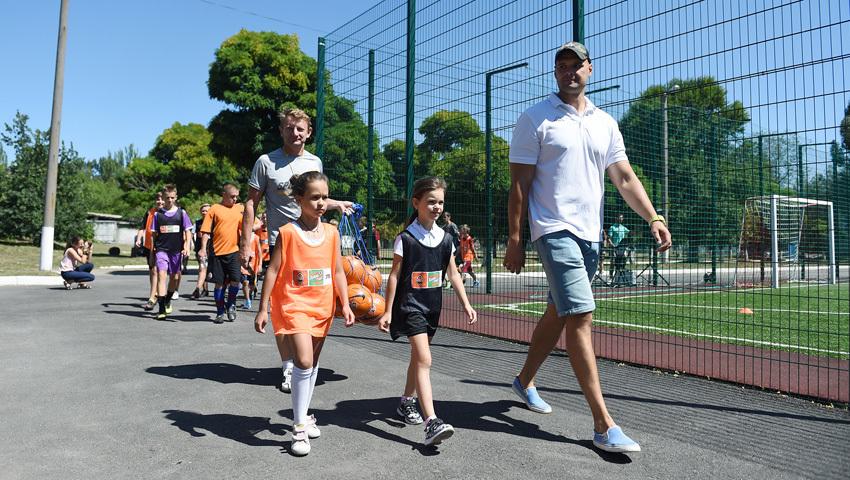 """""""Шахтер"""" открыл первую футбольную площадку для детей - """"Давай, играй!"""" в Днепропетровской области - изображение 1"""