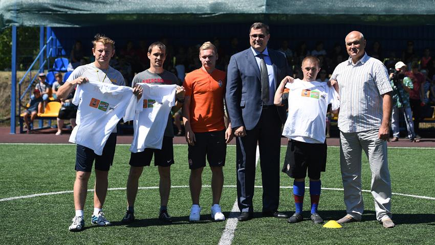 """""""Шахтер"""" открыл первую футбольную площадку для детей - """"Давай, играй!"""" в Днепропетровской области - изображение 3"""