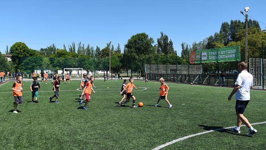 """""""Шахтер"""" открыл первую футбольную площадку для детей - """"Давай, играй!"""" в Днепропетровской области - изображение 6"""