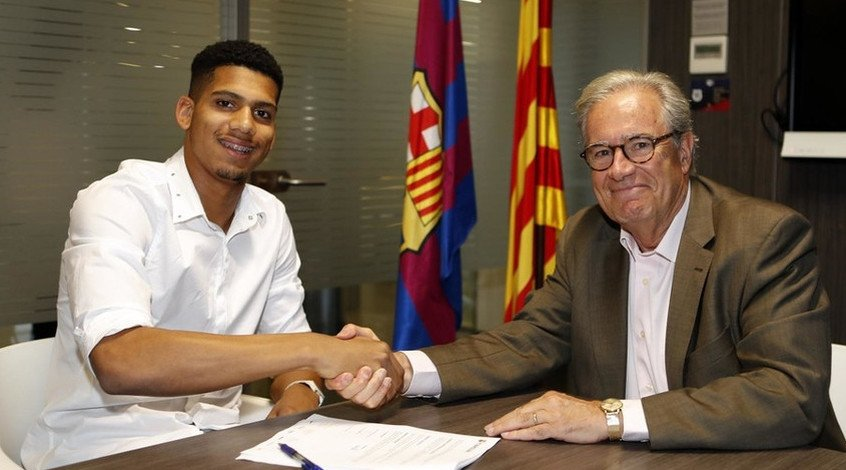 """Официально: """"Барселона"""" подписала Рональда Араухо, сумма отступных - 100 миллионов евро"""