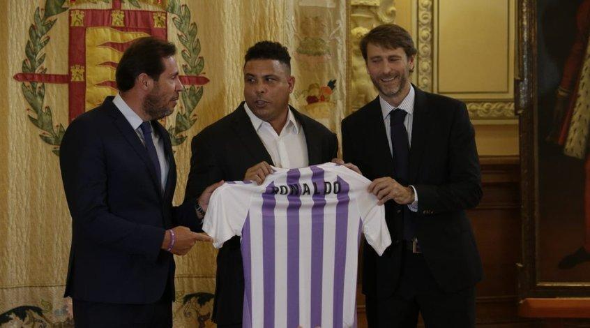 """Роналдо официально представлен в качестве нового президента """"Вальядолида"""""""