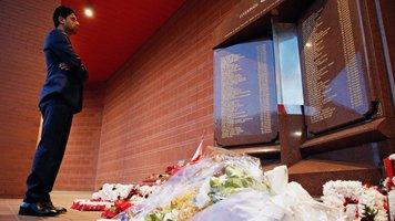 """Президент ПСЖ почтил память жертв трагедии в """"Хиллсборо"""" перед матчем с """"Ливерпулем"""" (Видео)"""
