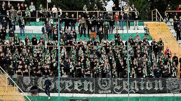 Где и как ходят на футбол: Киев жжет, во Львове - массовый мазохизм