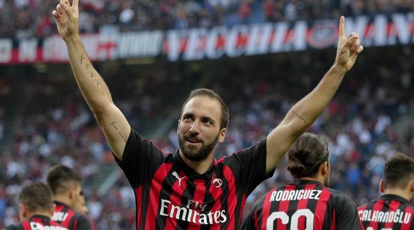 """Sky Sport Italia: Гонсало Игуаин подал официальный запрос на трансфер в """"Челси"""""""