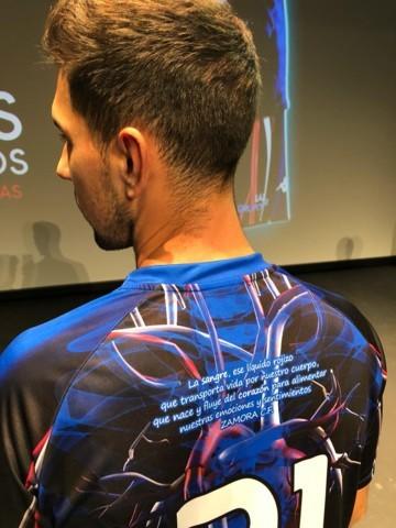 """Испанский клуб """"Самора"""" изобразил на игровой форме кровеносную систему - изображение 3"""