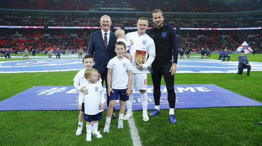 Уэйн Руни прощается со сборной Англии: форварду устроили почетный коридор