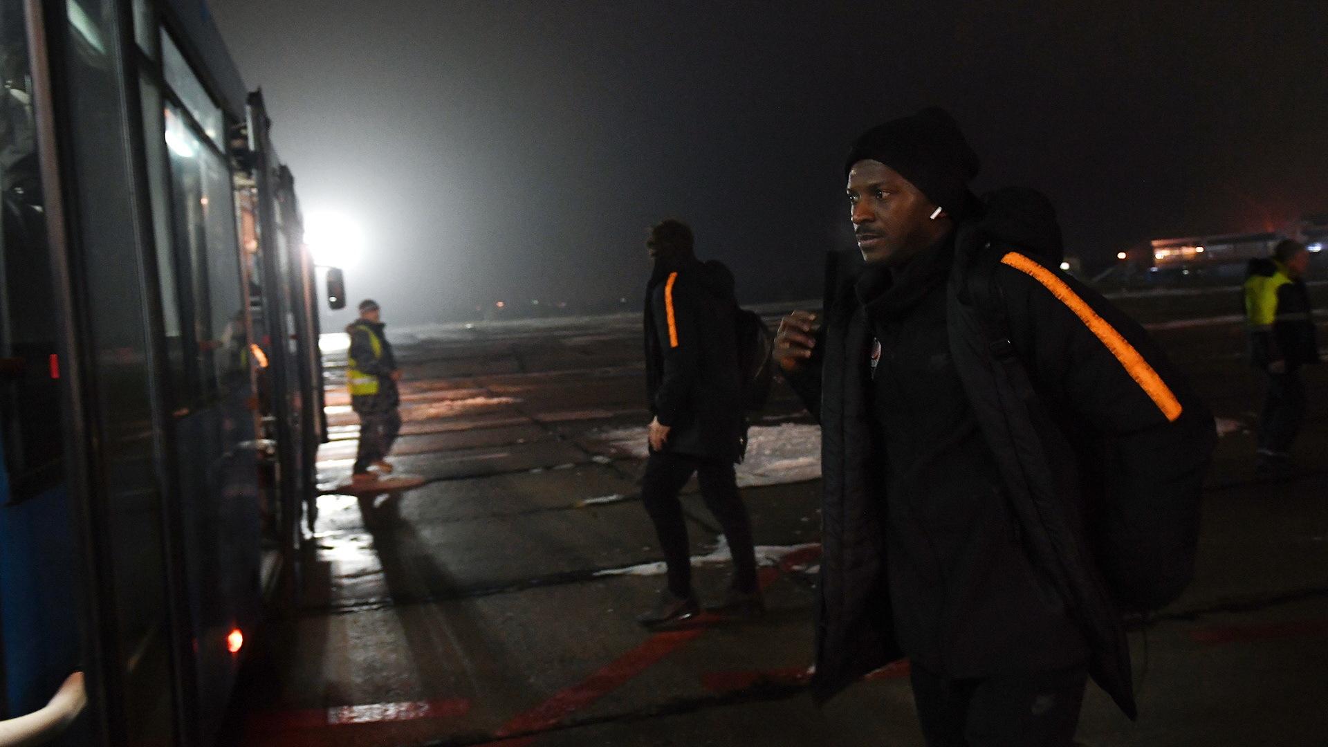 """""""Шахтер"""" прибыл в Мариуполь: без Тайсона, но с Марлосом - изображение 1"""